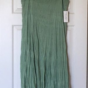 Crinkle skirt, with tags, never worn
